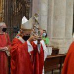 La devoció a Santa Tecla venç la pandèmia i l'Àliga i el Lleó ens regalen un ball històric a la catedral