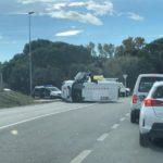Un furgó dels Mossos bolca perseguint els dos lladres d'un cotxe d'alta gamma a Riudoms, que acaben detinguts