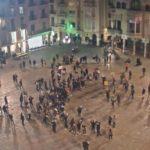 23 identificats, 19 denunciats i deu contenidors cremats a Reus després d'una manifestació contra el toc de queda