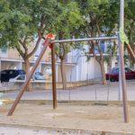L'Ajuntament de Constantí realitza tasques de renovació als parcs infantils del Grup Centcelles