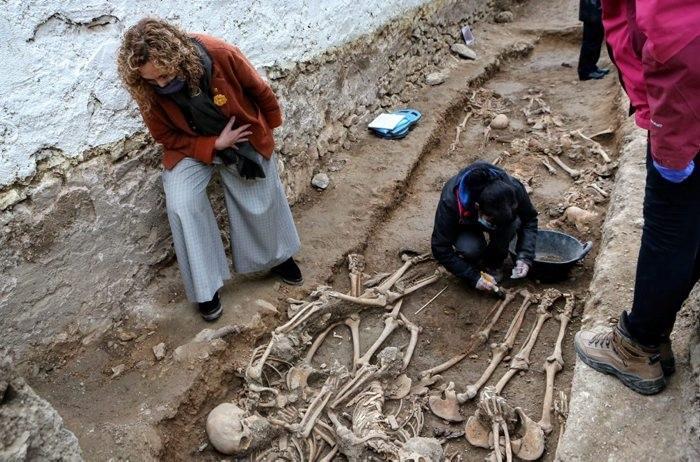 Recuperen les restes de 22 soldats republicans a la fossa de Salomó