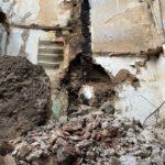 L'Ajuntament enderroca per via d'urgència una casa del carrer Civaderia després d'un nou despreniment