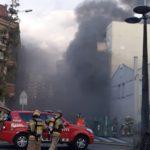 Actualització: Incendi sense ferits d'un taller mecànic a Reus, que obliga a desallotjar 6 veïns de l'immoble