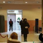 Dos detinguts a Castellvell després de gravar-se anant a votar sense mascareta i mostrar-se agressius davant els Mossos