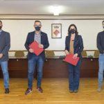 Constantí i Fundació Johan Cruyff signen un conveni de col·laboració per a la instal·lació d'un Cruyff Court al municipi