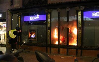 Trenquen els vidres d'un banc a Tarragona en la manifestació proHasel mentre Barcelona viu greus aldarulls