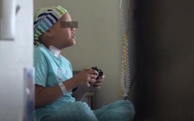 Jugar a videojocs alleuja en un 30% el dolor dels infants amb càncer, segons un estudi participat per la URV