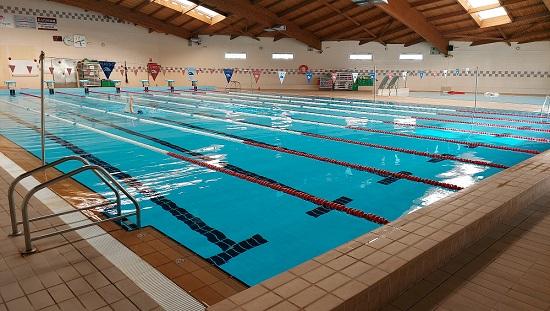 Es reprenen les classes de natació i aquagym al Palau Municipal d'Esports de Cambrils
