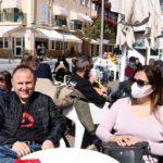 Cambrils rep visitants sense aglomeracions: 'Teníem ganes de veure el mar'