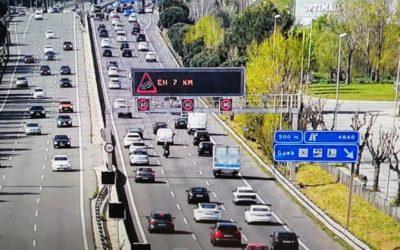 Un total de 200.000 vehicles han sortit de l'àrea metropolitana de Barcelona fins a les nou del matí