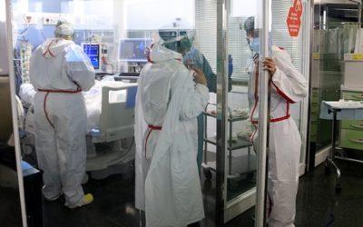 Els hospitals alerten sobre la situació a les UCI: 'Mai havíem passat d'una onada a una altra des d'un replà tan alt'