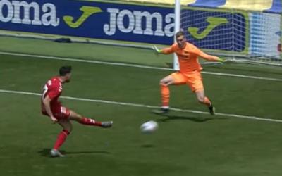 El Nàstic salva el primer 'matx-ball' i torna a posicions de play-off (1-2)
