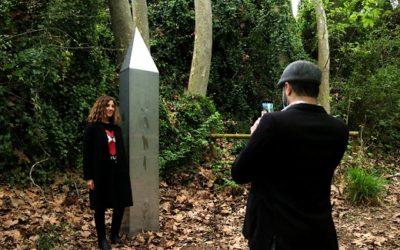 L'aparició d'un monòlit a l'arbreda de Santes Creus aixeca expectació entre els veïns d'Aiguamúrcia i de la comarca