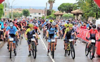 Uns 330 ciclistes participen a Altafulla en el campionat català més multitudinàri