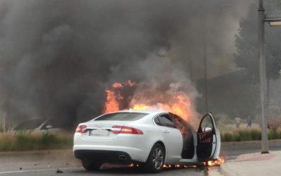 Una avaria elèctrica provoca l'incendi d'un vehicle a Reus