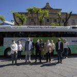 Messer prova l'autobús del futur a Tarragona davant l'atenta mirada de l'EMT