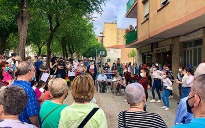 Desenes de persones reclamen l'obertura del Teatre de Bonavista