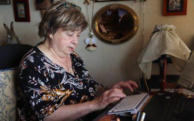 Olga Xirinacs: 'No sóc una escriptora de best-seller, però no he deixat cap llibre al tinter'