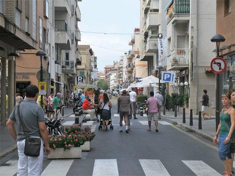 El carrer Pau Casals de Cambrils serà només per a vianants durant les tardes i nits d'estiu
