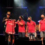 Èxit del concert acústic i solidari de Mikel Erentxun a La Pobla davant de 400 persones