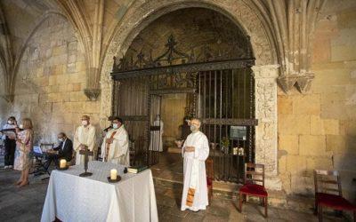 La reixa de la capella de Santa Maria Magdalena torna a lluir a la Catedral després de la restauració