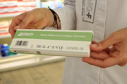 La venda de tests d'antígens sense recepta, viscuda des de farmàcies de Tarragona i Reus