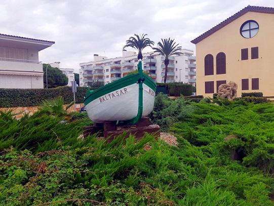 La barca 'Núria Baltasar' torna a presidir el passeig de Botigues de Mar d'Altafulla