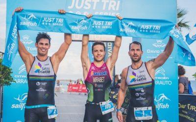 La Platja de l'Arenal de l'Hospitalet de l'Infant acolleix més de 250 triatletes