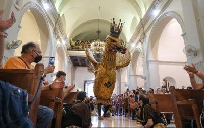 Misericòrdia: Les imatges del Ball de l'Àliga a l'interior del Santuari