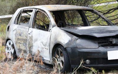 Els Mossos troben restes de sang prop del cotxe cremat al Vendrell