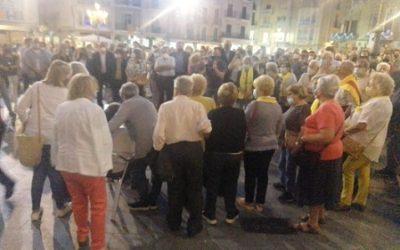 Prop de 300 persones es concentren a favor de Puigdemont a Reus (vídeo)