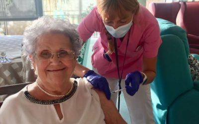 Completada la vacunació de la tercera dosi entre els usuaris de les residències de la Xarxa Santa Tecla
