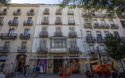 Arranjament de la façana principal del Teatre Metropol i neteja de l'edifici