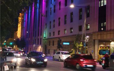 La façana de Santa Tecla s'il.lumina en el Dia Internacional del Dol Perinatal
