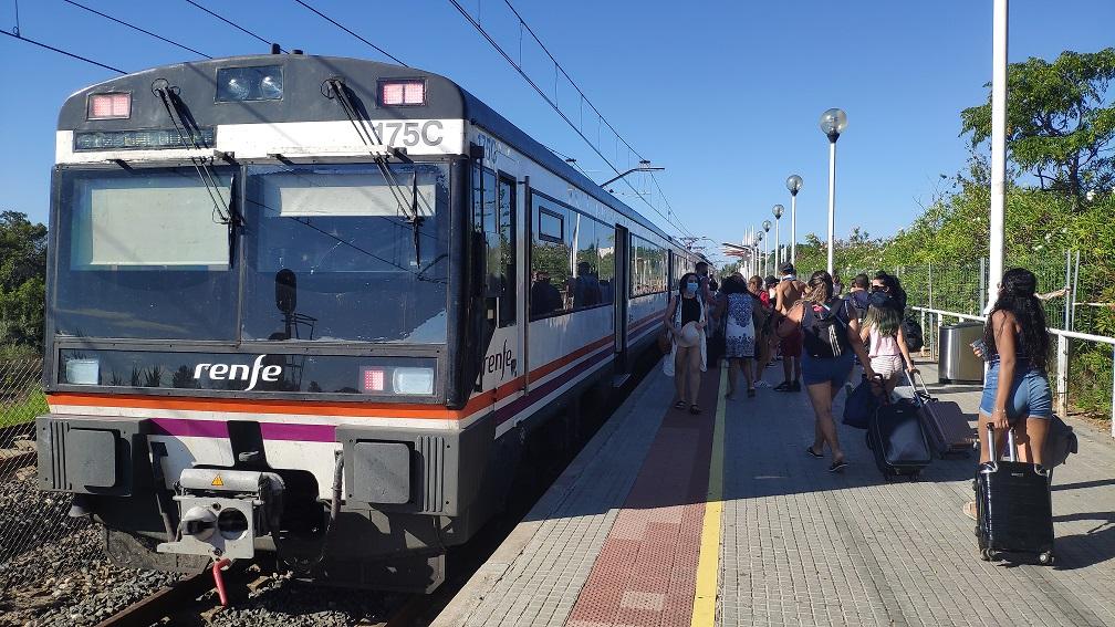 Dissabte es restableix la circulació de trens entre Salou-PortAventura i Barcelona
